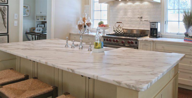 Мраморная столешница для кухни и ванны прослужит долгие годы