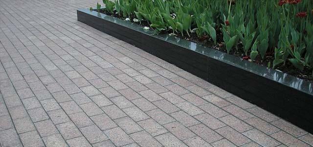 Садовый бордюр из гранита для облагораживании тротуарных и садовых дорожек заказать в компании Apexstone