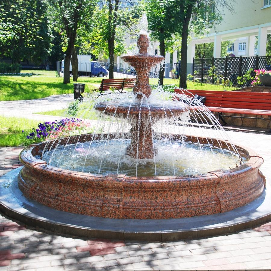 Садовый фонтан из камня